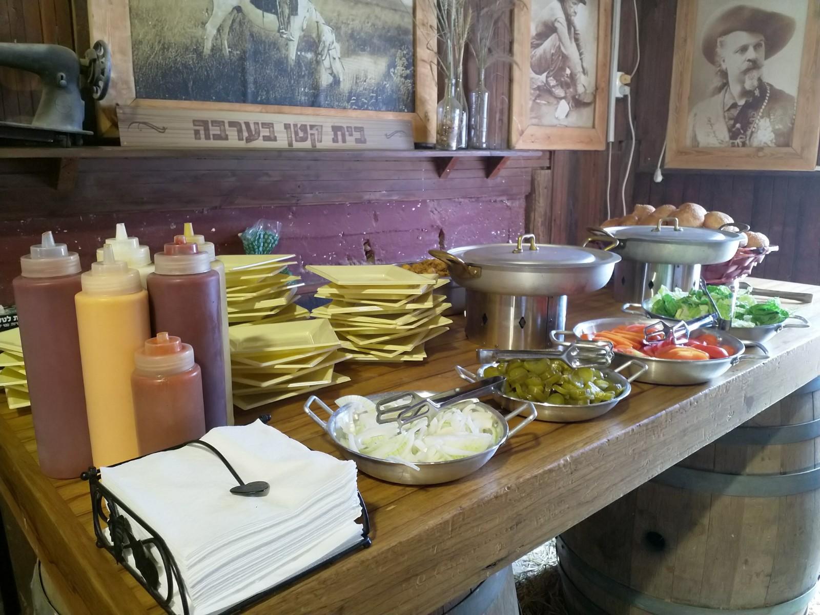 ג'וי הפקות - בר סלטים - דוכני מזון לאירוע